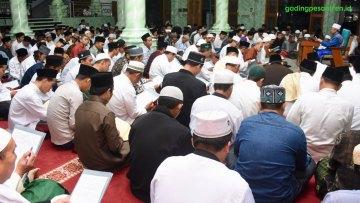 Ijazah Sanadan Kitab Ihya Ulumuddin dan Asmaul Husna Ya Hayyu Ya Qoyyum Pondok Pesantren Gading Berlangsung Lancar dan Khidmat