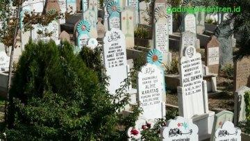 Suara-Suara di Jalan Menuju Pemakaman
